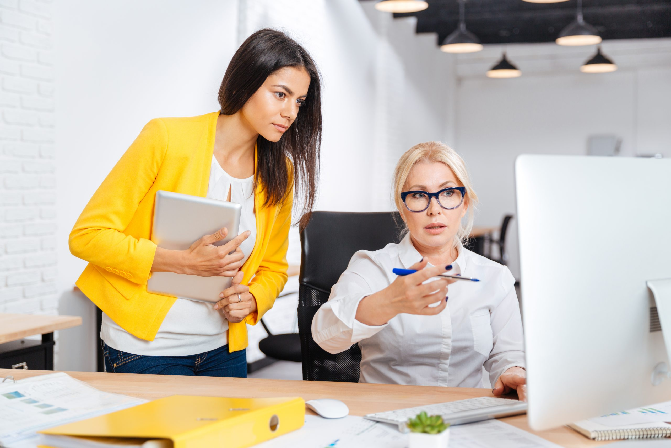 Business women having a brainstor meeting and build real customer